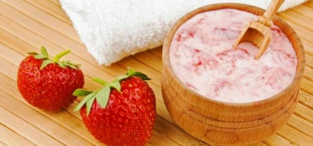 Strawberry Mask For Winter Skin Care