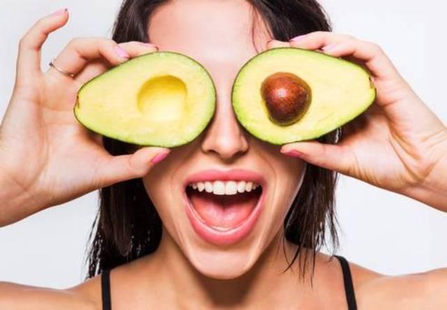 Avocado Protects Eyes