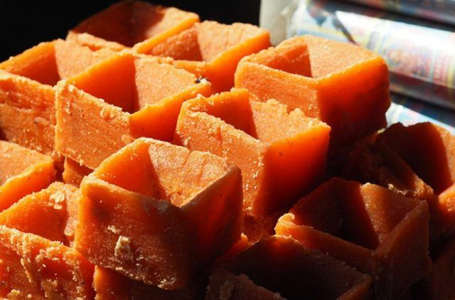17 Benefits Of Jaggery For Skin, Hair & Overall Health