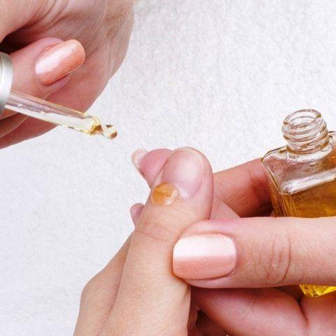 Vitamin E Oil To Treat White Spots On Nails
