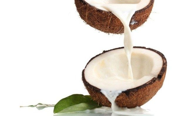 Coconut Milk For Healthy Eyelashes