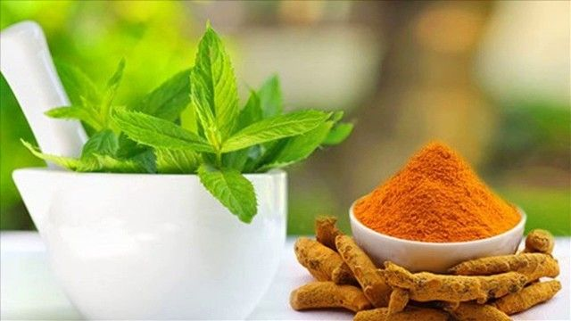 Turmeric And Mint Removes Blackheads